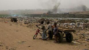 La décharge géante de matériel électronique d'Agbogbloshie, dans la banlieue d'Accra au Ghana. 40 000 personnes sont exposées à la pollution au plomb, au mercure et au cadmium.